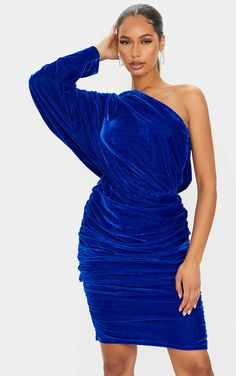 Outfit inspiration for the Christmas party. Blue one shoulder velvet Dress 2020. Royal Blue Velvet Dress 2020. 2020 Party Dresses. Christmas Festive Season Party Dresses 2020. Velvet Mini Dress 2020. Christmas Party Dress 2020. Dresses for the Festive Season 2020. What to wear for the Christmas Party 2020. Dress for New Years Eve 2020. #fashion #fashionista