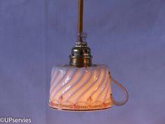 Moederdag? Geef je moeder een lampje van theekopje van vintage Duchez Porcelaines (Limoges Frankrijk) met roze roosjes door upservies op Etsy