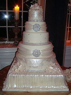 Love the bling on this cake!