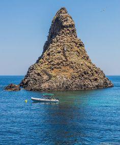 Visit Sicily (@VisitSicilyOP) Attracchiamo sotto i faraglioni per la siesta #Acitrezza ph M Criscuolo #yummysicily #summerinsicily