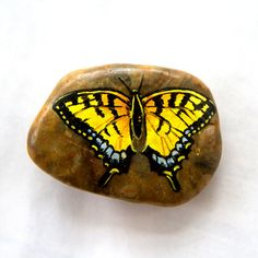 Hand-Painted Butterfly on Stone Painted Rocks Craft, Painted Gourds, Hand Painted Rocks, Painted Stones, Pebble Painting, Pebble Art, Stone Painting, Diy Painting, Stone Crafts
