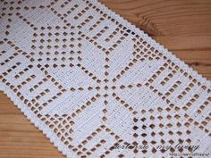 Crafty Crochet and Things: Snowflake Table Runner: