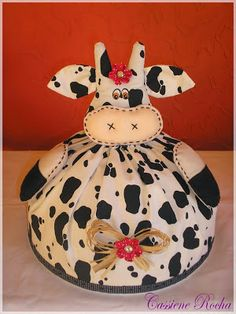 Fall Crafts, Diy And Crafts, Cow Craft, Sewing Crafts, Sewing Projects, Tea Cozy, Soft Dolls, Soft Furnishings, Pin Cushions