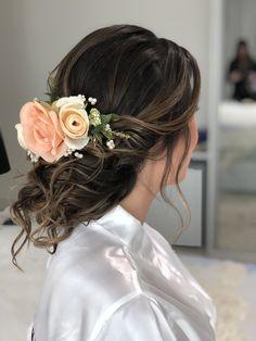 Penteado lindo bem romântico para essa noiva linda q tive o prazer em produzir💛💛