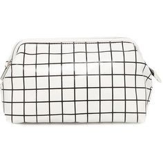 Forever 21 Graph Print Makeup Bag (87 MAD) ❤ liked on Polyvore featuring bags, handbags, cocktail purse, evening purse, forever 21, white handbags and pattern purse