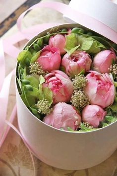 Living Beautifully: Flowers in a Box
