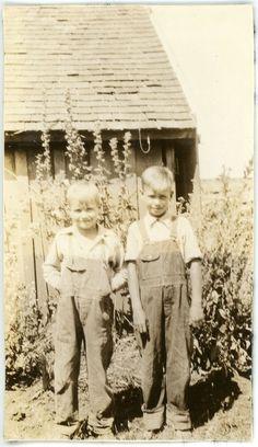 1935 PHOTO OR Oregon Two Adorable Blonde Farm Boys Overalls Garden Shack