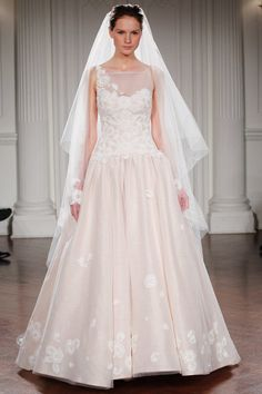 ALICE IN EVERLAND - A macramè bodice with a dropped waist,a  sweetheart neckline and a full organza and linen skirt