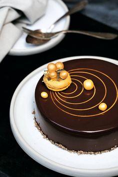 Chocolate Cake Designs, Chocolate Truffle Cake, Tasty Chocolate Cake, Cake Decorating Designs, Cake Decorating Videos, Buttercream Cake Designs, Cake Icing, Fancy Desserts, Delicious Desserts
