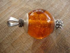 Hanger met van as in glas, ter herinnering aan onze lieve Golden Retriver. Afgewerkt met Sterling zilver.