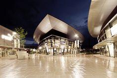 Nachtaufnahme von Adidas, in den designer outlets Wolfsburg