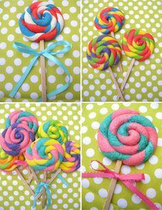 Cookie Lollypop DIY for the candyland party? Lollipop Cookies, Yummy Treats, Sweet Treats, Rainbow Lollipops, Candy Party, Lollipop Party, Galletas Cookies, Cookie Pops, Fancy Cookies
