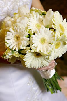 White Gerber Daisies! white-daisy-wedding-bouquet