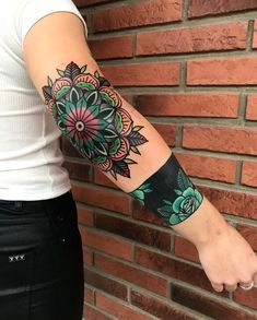 Search inspiration for an Old School tattoo. Elbow Tattoos, Old Tattoos, Trendy Tattoos, Fake Tattoos, Body Art Tattoos, Tribal Tattoos, Sleeve Tattoos, Tattoos For Women, Tattoos For Guys