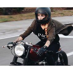 Girl on an old motorcycle: Post your pics! Cafe Racer Girl, Cafe Racer Build, Moto Cafe, Cafe Racer Motorcycle, Lady Biker, Biker Girl, Harley Davidson, Honda Cb 500, Motorbike Girl