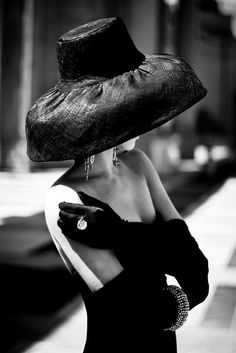 fashion photography - black and white photography - black glamour hat and gloves