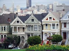 San Francisco. A block away from Alamo Square and the famous Painted Ladies! @Julie Fuentes @Lilly Reynoso @Maria Bertz @Elizabeth Jiménez @Arlene Poss. ;)