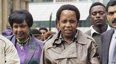 Le 10 avril 1993, Chris Hani, militant politique d'Afrique du Sud de l'ethnie Xhosa, secrétaire général du Parti communiste sud-africain et l'un des chefs militaires de Umkhonto we Sizwe, la branche armée de l'ANC, est assassiné sur le pas de sa porte. L'assassinat est l'oeuvre de l'extrême droit sud-africaine.