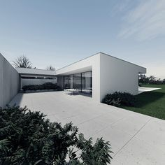 The Polish Tamizo architects group present this unifamiliar house located close to the forest and inspired by the minimalist style of Mies van der Rohe.