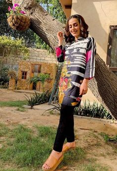 Cute Casual Outfits, Pretty Outfits, Sindhi Dress, Iqra Aziz, Pakistani Dresses Casual, Eid Collection, Pakistani Actress, Aesthetic Girl, Traditional Outfits