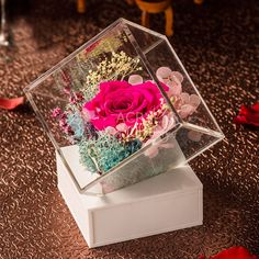 New flower box ideas: clear acrylic flower boxes. Add value and luxury to your flowers. Preserved flowers will be in perfect condition! Wedding Gift Wrapping, Wedding Gift Boxes, Wedding Ring Box, Wedding Gifts, Flower Box Gift, Flower Boxes, Acrylic Flowers, Acrylic Box, Clear Acrylic