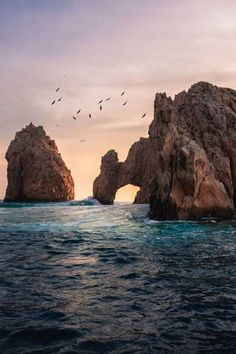 See it for yourself! El Arco, otherwise known as Land's End. A landmark must when visiting Cabo San Lucas, along with luxury accommodations to go with it at Vista Encantada Spa Resort & Residences. Tumblr Wallpaper, Nature Wallpaper, Wallpaper Backgrounds, Fall Wallpaper, Moving Wallpapers, Iphone Wallpapers, Beach Aesthetic, Blue Aesthetic, Ocean Photography