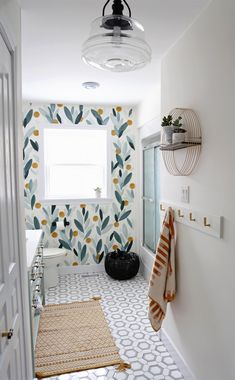 Colourful Bathroom Makeover Ideas: Before and After Pictures Beautiful colorful bathroom renovation feauturing natural stone tiles, modern vainity and hardware. Lots of bathroom makeover ideas to use in your home. Bad Inspiration, Bathroom Inspiration, Cute Bathroom Ideas, Pictures In Bathroom, Interior Inspiration, Diy Interior, Bathroom Interior, Modern Interior, Interior Decorating