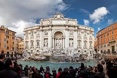 Tourists at Trevi fountain