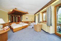 Zimmer heute - ein Kombination aus Zeitgeist und antiken Elementen.