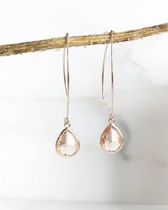 Rose gold and champagne earrings. - Rose gold and champagne earrings. Wedding Jewelry And Accessories, Wedding Jewelry Simple, Simple Jewelry, Fine Jewelry, Bridesmaid Accessories, Ear Jewelry, Bridesmaid Jewelry Sets, Jewelry Ideas, Rose Gold Drop Earrings