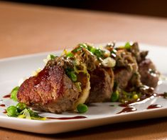 Filet de porc au beurre d'arachide   Salut Bonjour Kitchen Humor, Funny Kitchen, Pork Recipes, Yummy Recipes, Fine Dining, Family Meals, Main Dishes, Steak, Yummy Food