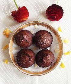 Des fondants au chocolat en 10 minutes chrono. #dessert #desert #cuisine #recette #recipe #sucré #fondant #fondantchocolat #chocolate #chocolate https://lapetiteperruche.com/st-valentin-des-fondants-au-chocolat-en-10-minutes-chrono/