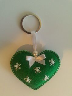 Felt heart keyrings with embroidery Felt Crafts Patterns, Felt Crafts Diy, Wire Crafts, Felt Diy, Handmade Felt, Fabric Crafts, Felt Turtle, Felt Keychain, Lavender Bags