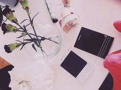 #inst10 #ReGram @suhlovelee: Under the Xmas tree   여튼 못말려  #블랙베리 #하양이 #패스포트 #커플폰 #크리스마스선물 #blackberry #passport #christmas #pressies #whiteblackberrypassport @blackberry @blackberrylifestyle @blackberryclubs #BlackBerryClubs #BBer #BlackBerryPhotos #BlackBerryPassport
