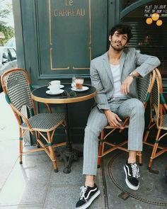 Suits And Sneakers, Moda Sneakers, Sneakers Fashion, Sneakers Paris, Sneakers Outfit Men, Sneakers Sale, Fashion Shoes, Formal Men Outfit, Casual Wear For Men