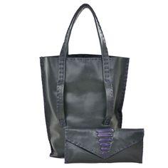 Woman Bag - Borsa da donna - realizzato da CHIARA NESTI... GIUNONE Perl in vera in pelle leggermente perlata, ha una capiente tasca e un anello interno per agganciare le chiavi in modo di averle sempre a portata di mano. Realizzata in Italia. http://www.italianbagstore.com/italian-bag/giunone-perl/ #italianbagstore #italianbags #italianbag #MADEINITALY #handmade #leather #artigianato