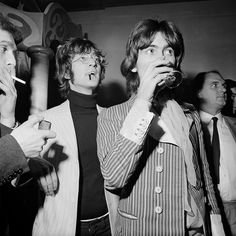 Beatles singer and songwriter John Lennon and guitarist George Harrison host the Apple boutique grand opening in Baker Street, London, UK, 5 December Get premium, high resolution news photos at Getty Images John Lennon Beatles, The Beatles, Terry O Neill, Beatles Photos, The Fab Four, Ringo Starr, Clint Eastwood, George Harrison, Dreams