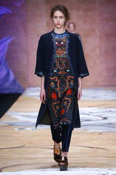 Alena Akhmadullina Russia Fall 2016 Fashion Show Collection