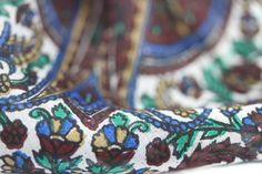 Superbe foulard indien en soie naturelle, fine, douce et légère. Un foulard soie chic pour homme et femmes venue d'inde issu de l'artisanat.