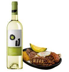Finca Remendio Rueda maridado con bandeja paisa Este vino blanco bivarietal a base de las cepas 50% viura y 50% verdejo. Las cuales le aportan aromas de flores blancas con manzanas y le hacen vivo y fresco en boca. La bandeja paisa por su alto contenido de harinas y grasas marida muy bien con un vino refrescante y cítrico como finca remendio. Adquiérelo en: http://bodegadelvino.co/…/producto/v_rueda/Finca-Remendio-37
