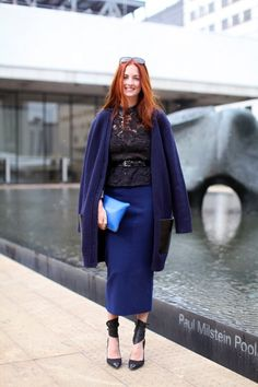 Harper's Bazaar Street Style Street style favorite Taylor Tomasi Hill looks unbelievably chic in an elongated pencil skirt, lace blouse and oversized cardigan. Taylor Tomasi, Ny Fashion Week, New York Fashion, Star Fashion, Love Fashion, Spring Fashion, New Yorker Mode, New York Street Style, Workwear Fashion
