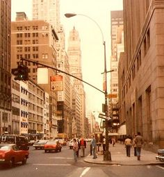57th & Fifth Ave (1979) (Shilpot , Flickr).