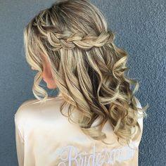 Pretty crown braid hair down inspiration Braided Hairstyles For Wedding, Box Braids Hairstyles, Down Hairstyles, Hairstyle Ideas, Bridesmaid Hair Side Bun, Long Box Braids, Wedding Hair Inspiration, Trending Hairstyles, Hair Videos