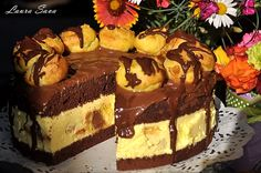 Tort Profiterol | Retete culinare cu Laura Sava - Cele mai bune retete pentru intreaga familie Poke Cakes, Lava Cakes, Fudge Cake, Brownie Cake, Sweet Recipes, Cake Recipes, Dessert Recipes, Romanian Desserts, Custard Cake