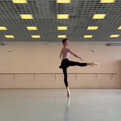 Ballet Gif, Ballet Dance Videos, Ballet Poses, Dance Choreography Videos, Ballet Dancers, Ballerina Workout, Dance Flexibility Stretches, Gymnastics Videos, Ballet Pictures