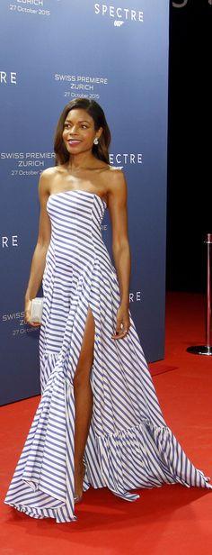 Star de Spectre : Naomie Harris porte un look du défilé Ralph Lauren Printemps 2016 sur le tapis rouge de la première du dernier James Bond à Zurich