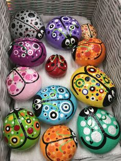Various hand painted ladybug rocks Lady Bug Painted Rocks, Mandala Painted Rocks, Painted Rocks Craft, Hand Painted Rocks, Rock Painting Patterns, Rock Painting Ideas Easy, Rock Painting Designs, Paint Designs, Pebble Painting