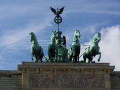 De Brandenburger Tor is natuurlijk één van de belangrijkste bezienswaardigheden in Berlijn. Dat mag je je niet missen. Bekijk alle tips voor een stedentrip Berlijn | Mooistestedentrips.nl