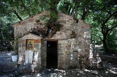 The Byzantine church of Agia Theodora is located near the village Vasta of Megalopolis. According to tradition, the church was built on the place, where Agia. Giant Tree, Beautiful Architecture, Byzantine, Greece, Christ, Landscapes, Culture, Traditional, House Styles