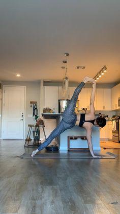 Yoga Videos, Workout Videos, Sangle Yoga, Sculpter Son Corps, Yoga Playlist, Yoga Sculpt, Yoga Mantras, Yoga Motivation, Cool Yoga Poses